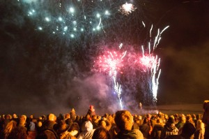 FIREWORKS-CROWDS2